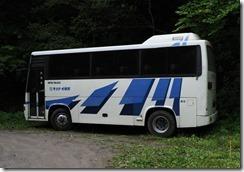 06観光バスが来た(谷藤川)0907_1