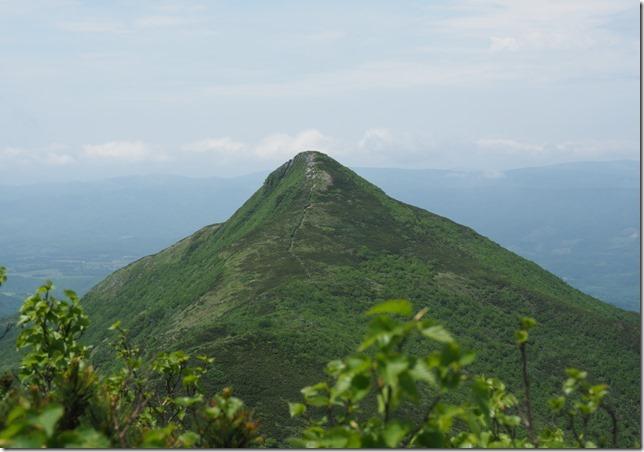 07ホロホロ山から見た徳舜瞥岳0624_1